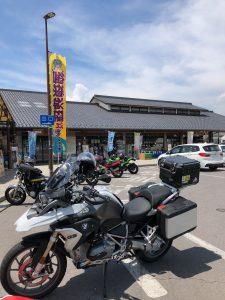 雷電バイク駐輪場